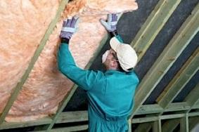 man-installing-attic-insulation-getty_1447405dd07dabc5bd98ebf76c724af9_3x2_jpg_300x200_q85
